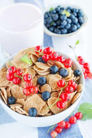 healthy breakfast: cereal with berries
