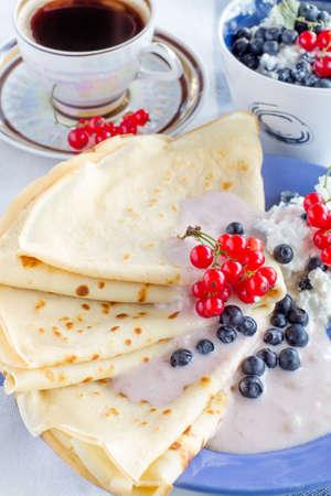 Homemade pancakes with yogurt and berries Archivio Fotografico