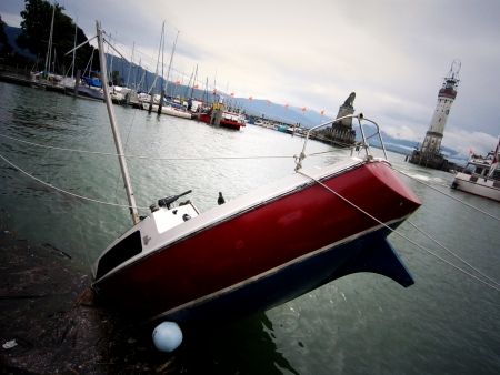 sink yacht in Boden See in Germany 免版税图像
