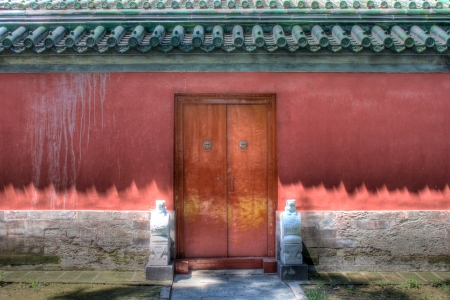 This is one of the collections that describe the historical wall in China  This is a emperor city wall with an old style door in red  免版税图像