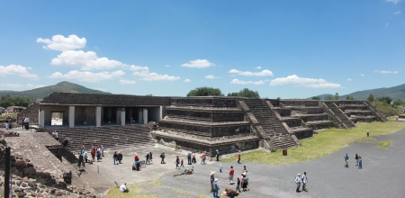 Pirmide de la Luna in Teotihuacan photo