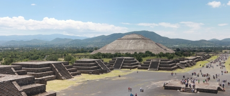Pirmide del Sol in Teotihuacan photo