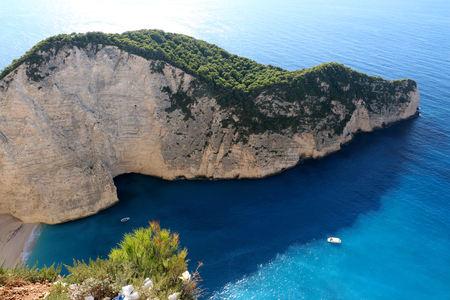 ギリシャのザキントス島で美しいナヴァイオ ・ ビーチののどかな景色。 写真素材