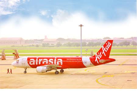 BANGKOK,THAILAND-5 SEPTEMBER;2019;ground crew on pushback take airplane to runway or taxiway at DON MUANG INTERNATIONAL AIRPORT