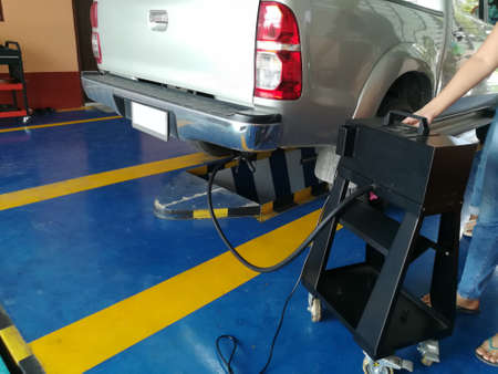 pick up one ton truck emission testing air pollution meter in garage Standard-Bild