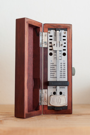 metronome: Box metronomo di legno Timer Musica Archivio Fotografico