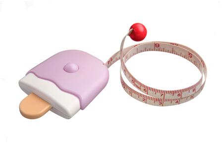 cintas metricas: cinta m�trica en la caja del helado aislado en el fondo blanco