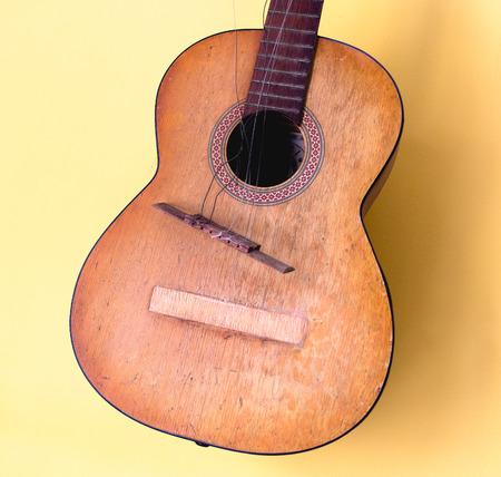 Broken Old Acoustic Classic guitar Standard-Bild