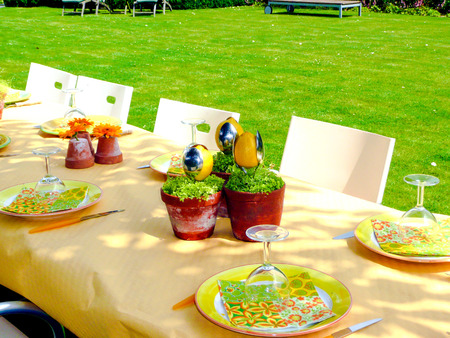 Creative centerpieces using food and utensils as decoration for a summer party Reklamní fotografie - 70184156