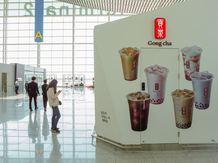 March 2019 - South Korea: Store front of a Taiwanese Gong Cha bubble tea franchise shop at the Incheon International Airport Stock fotó - 127150632