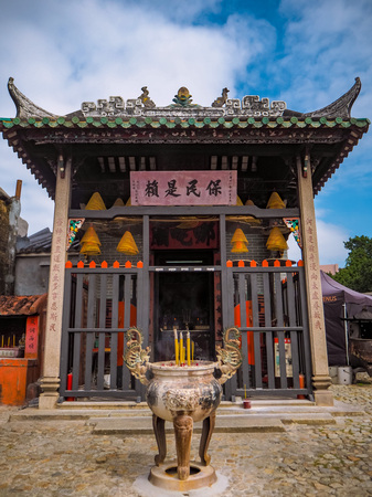 November 2018 - Macau, China: The small one single room Na Tcha temple behind the Ruins of St. Paul's, with traditional Yingshan roof Stock fotó - 127150664