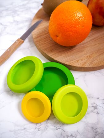Set of reusable silicone food wraps for cut fruits and leftovers in a zero waste lifestyle Stock fotó - 131909658