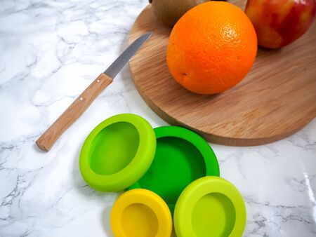 Set of reusable silicone food wraps for cut fruits and leftovers in a zero waste lifestyle Stock fotó - 131909299