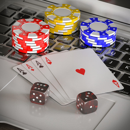 laptop with chips, dices and poker cards on the table Banque d'images