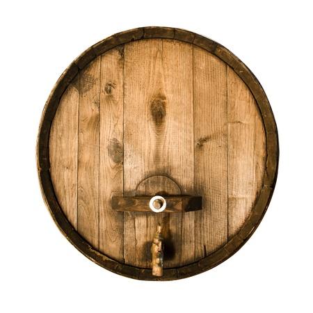 白い背景の上に孤立した古い木製の樽