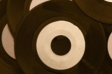 Los discos de vinilo y etiqueta en blanco