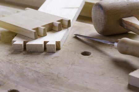 joinery: Particolare di un giunto a coda di rondine prima parti di montaggio