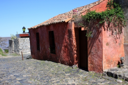 colonia del sacramento: Old colonial house in Colonia del Sacramento, Uruguay Editorial