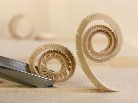 chisel: close up shot of curled woodshavings and chisel          Stock Photo