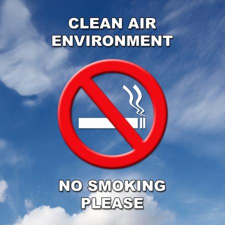 prohibido fumar: El aire limpio, señal de no fumar en texto negro y blanco en un cielo azul y el fondo de la nube.