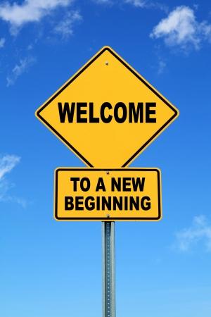 Jaune motivation panneau routier Bienvenue à un nouveau départ Banque d'images - 24208544