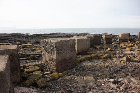tanque de guerra: Defensas tanque de guerra en la playa en Escocia