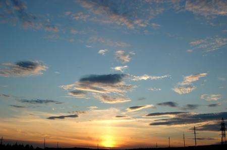 sch�nen Sonnenuntergang varicolored Wolken Hintergrund