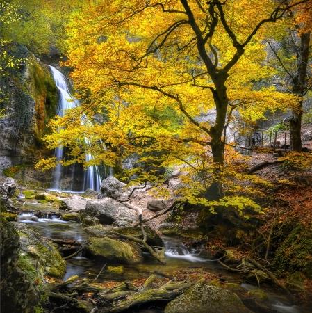 Wasserfall im Herbst auf der Krim Lizenzfreie Bilder