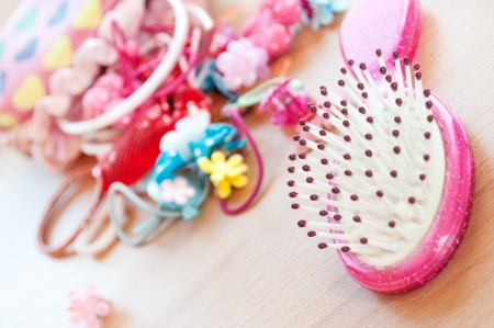 barrettes: Barrettes and comb for little girls