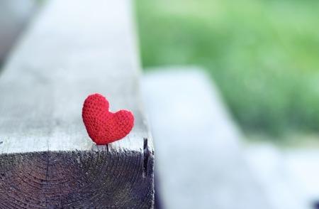 赤いハート。バレンタインの日のはがき、私はあなたを愛してください。