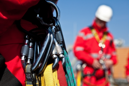 abseiling: Personal safety level rescuers