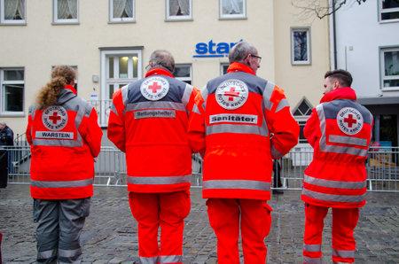 Soest, Germany - December 31, 2018: German Red Cross Medical Corps on patrol (German: Deutsches Rotes Kreuz, Sanitätsdienst) Banque d'images - 115123517