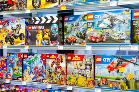 Soest, Germany - January 12, 2019: Lego construction kits for sale in the store. Lego is a line of plastic construction toys that are manufactured by The Lego Group company in Denmark. Stockfoto - 119112106