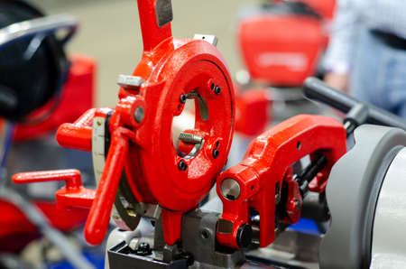 Close-up of portable compact pipe threading machine. Stockfoto
