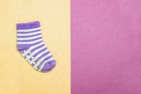 Sock for child. Top view. Violet striped socks on pink, yellow backgrounds. Abstract seamless texture in the style of pop art. Stockfoto