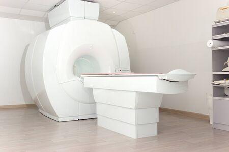 Un sofisticado dispositivo de escaneo de imágenes por resonancia magnética de resonancia magnética en el hospital