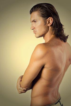 sportsman: Joven y sexy atleta masculino Brunet aisladas en blanco