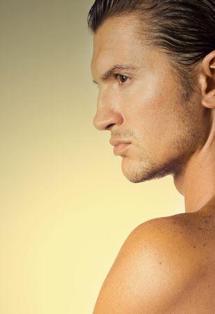 mann mit langen haaren: Close-up jung und sexy brunet m�nnliche Gesicht