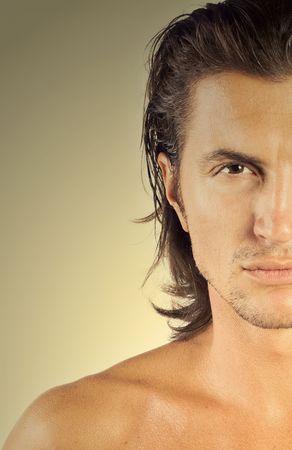 tough: Close-up de mitad hombre rostro, guapo y sexy macho brunet