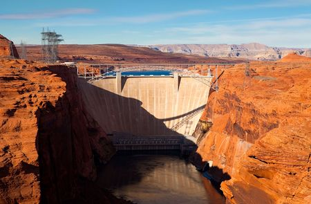 lake powell: Glen Canyon dam and lake Powell in winter