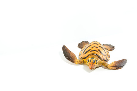 trabajo manual: Turtle sculpted on wood isolated in white background Foto de archivo