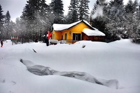 warm house: Warm house in Changbai Mountain