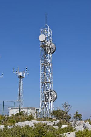 Wieża telekomunikacyjna w górach El Garraf Barcelona