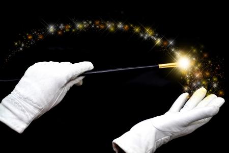 마법의: 흰 장갑의 마술사 손 마술 지팡이를 들고 마법을 캐스팅 스톡 사진