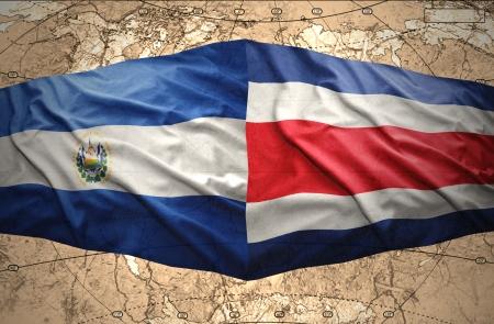 bandera de el salvador: Agitando El Salvador y banderas de Costa Rica en la del mapa político del mundo Foto de archivo