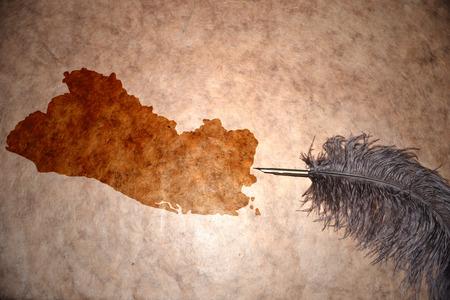 mapa de el salvador: Mapa El Salvador en el papel de la vendimia con pluma de edad