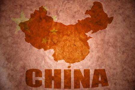 chinese map: mapa de porcelana en un fondo de la bandera china vendimia