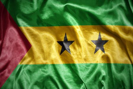 principe: saludando y brillante Santo Tomé y Príncipe bandera