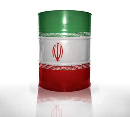barril de petróleo: barril con la bandera iraní en el fondo blanco Foto de archivo