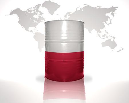 bandera de polonia: barril con bandera polaca en el mapa del mundo de fondo
